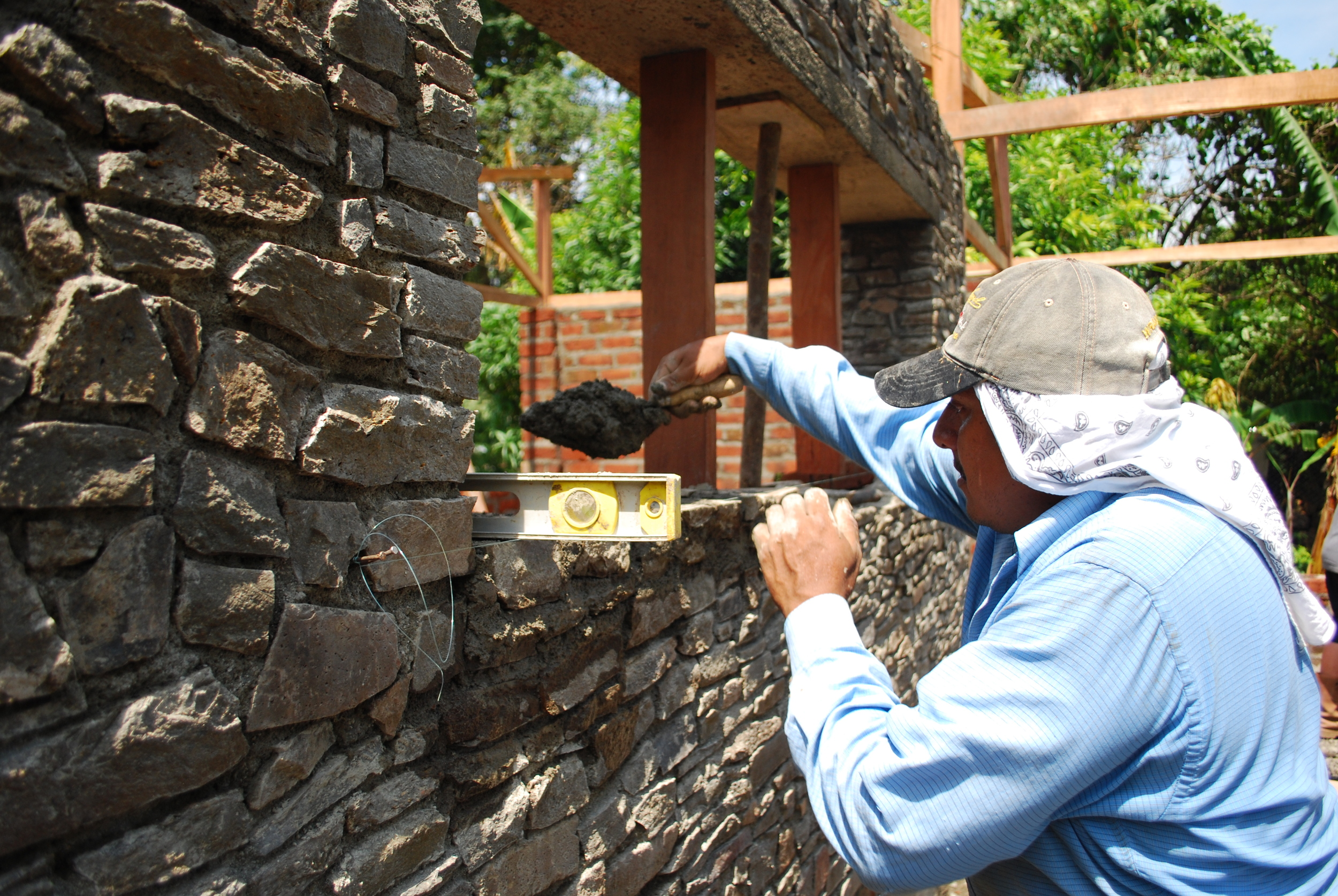 07 Laying stone sills.JPG