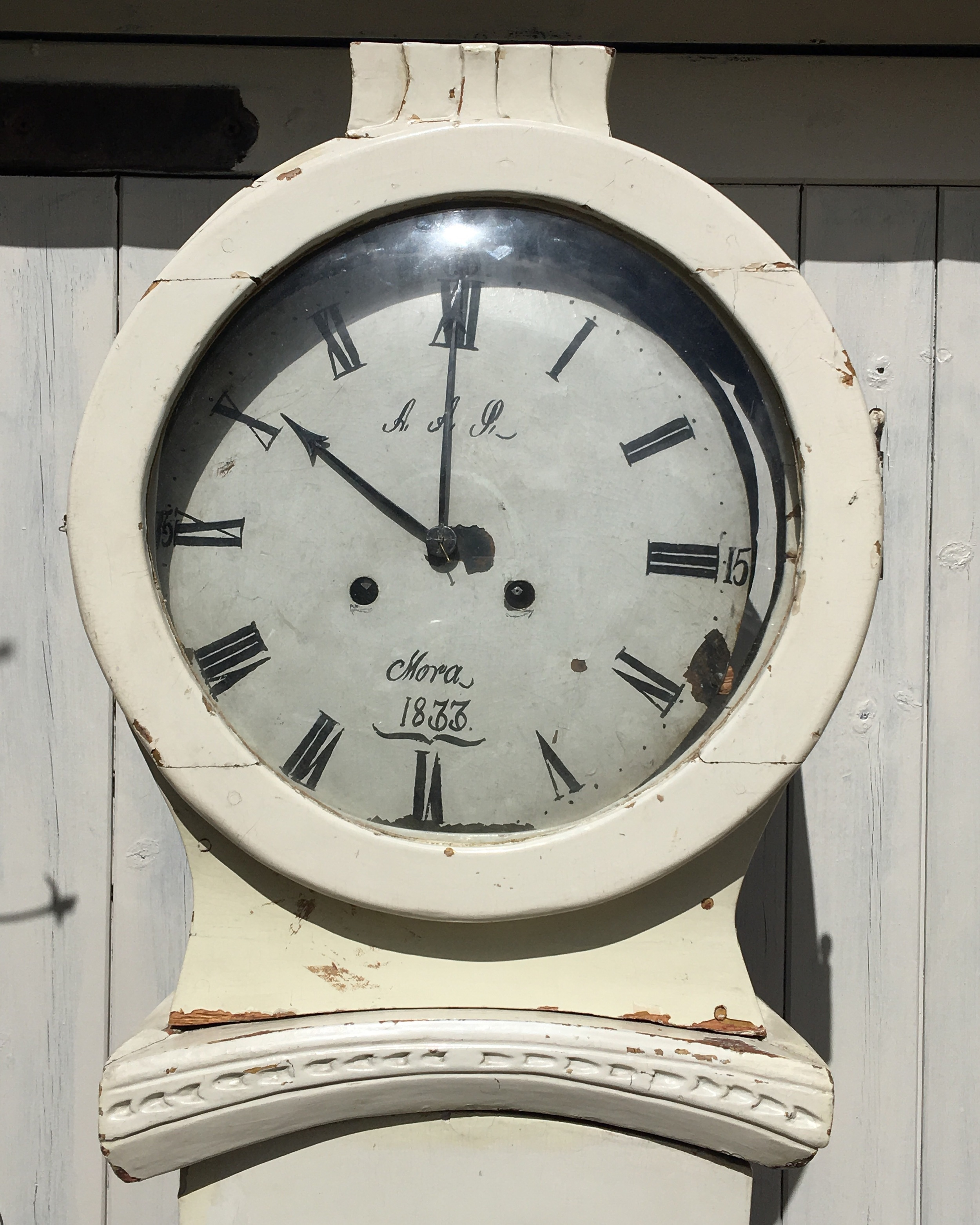 The left mora clock , dated to 1833