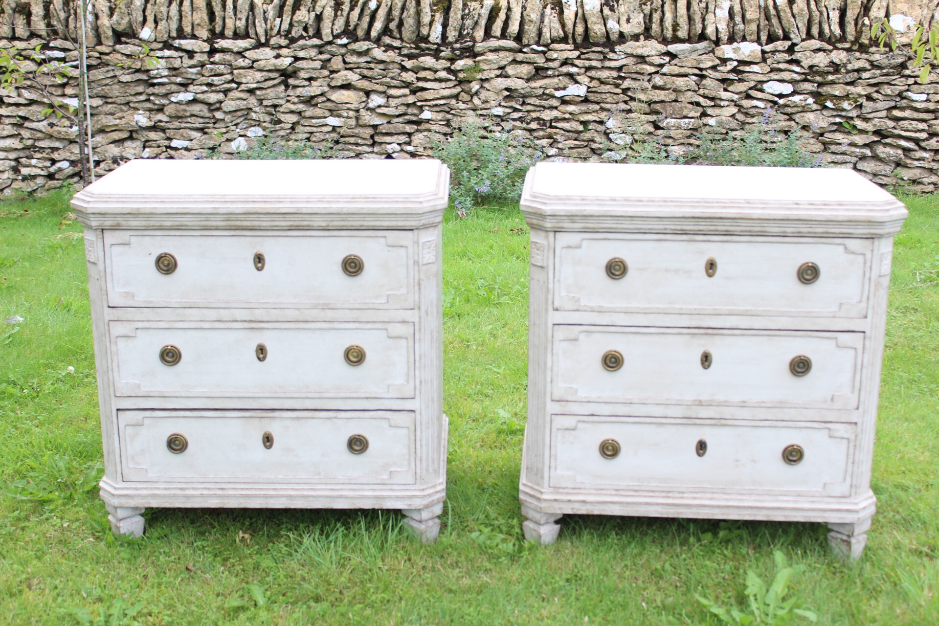 Stunning pair of matching chest of drawers ; plain top.