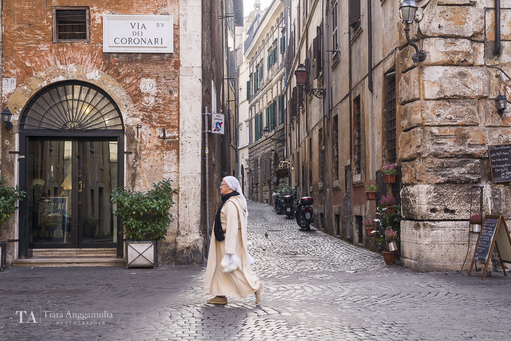 Charming view of Via dei Coronari.