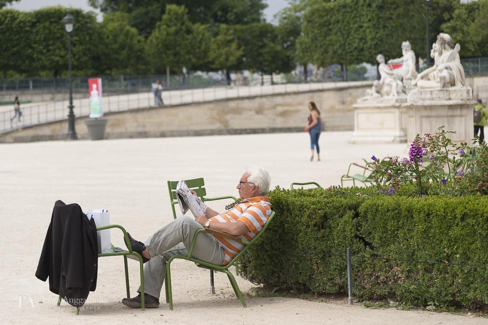 Relaxing in Jardin des Tuileries.