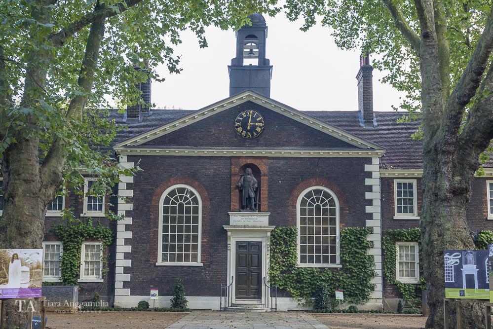 The front facade of Geffrye Museum.