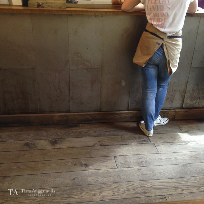 A staff member of TAP Coffee.