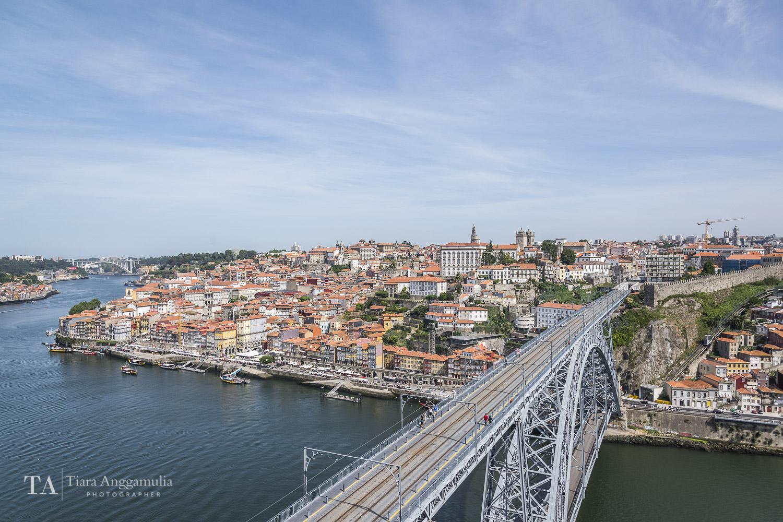 A view of Porto's Luiz Bridge and Ribeira.