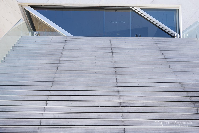 The entrance of Casa da Musica.