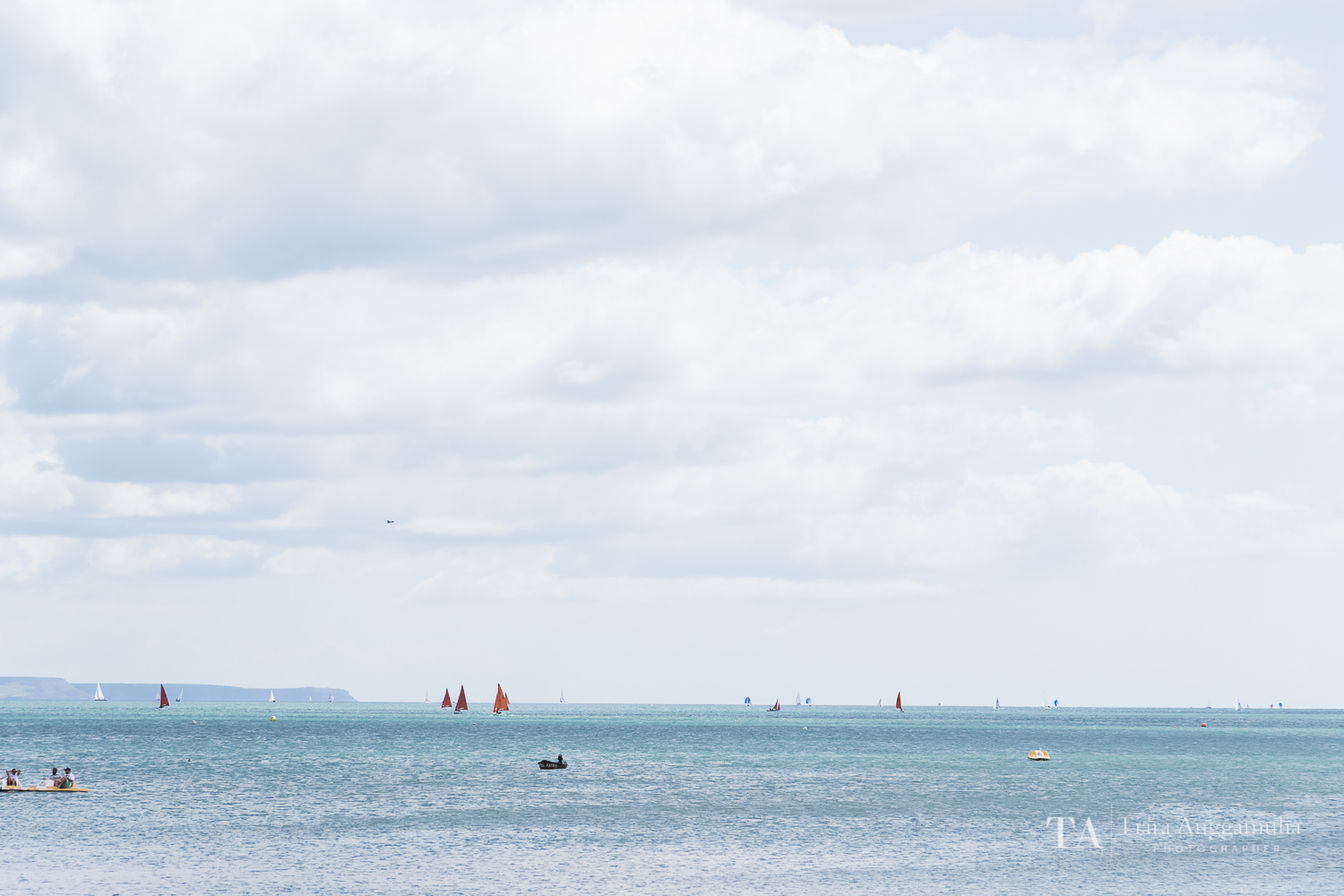A view towards the ocean from Weymouth beach.