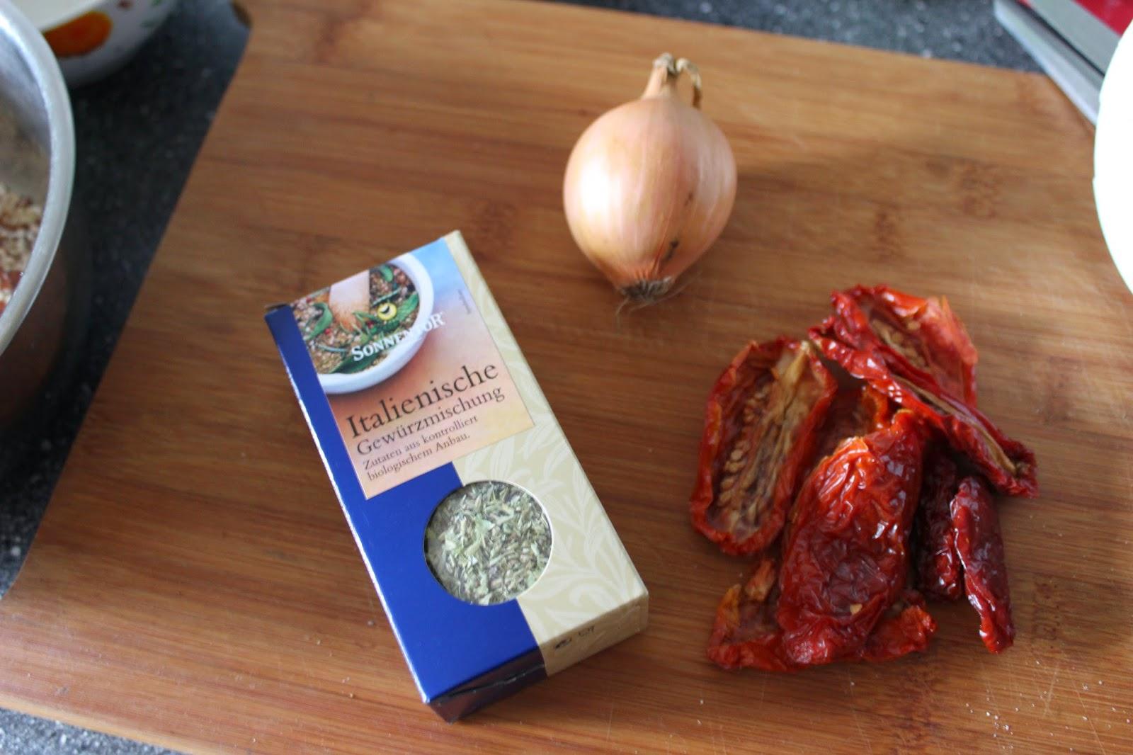 goldtogreen_vegan_spinach_tomatoe_mushroom_quiche_.JPG