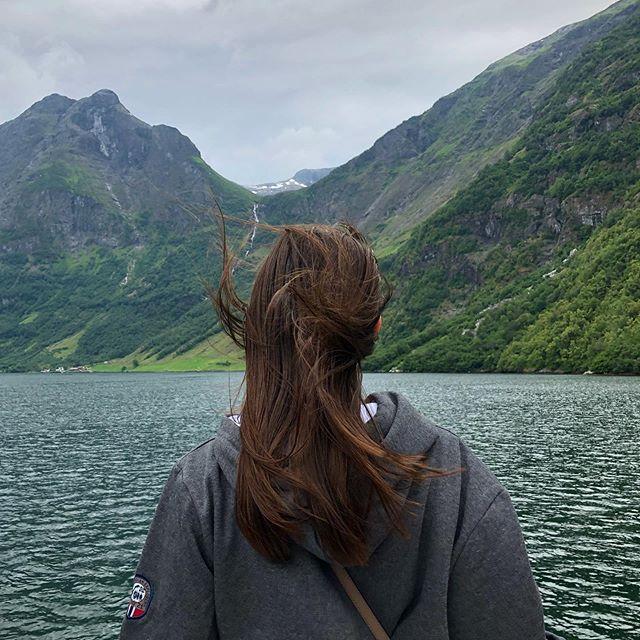 За что я особенно люблю интенсивные, насыщенные путешествия с полным отрывом от обычной жизни, так это за то, что ты возвращаешься из них полный сил и энтузиазма, способный горы сворачивать, заряженный и вдохновлённый 🏔😍 Это заслуга не только путешествий, важно быть ещё на своём месте. Раньше, когда я работала в офисе, у меня такого не было и единственным желанием было «свалить куда-нибудь ещё и побыстрее» А ещё в таких путешествиях кажется, что тебя не было не неделю, а целый месяц и происходит полная перезагрузка сознания 🧠🧘♀️