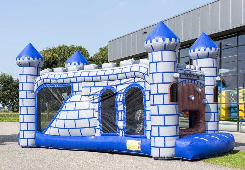 kleine hindernissenbaan glijbaan zwembad kasteel ridders en prinsessen