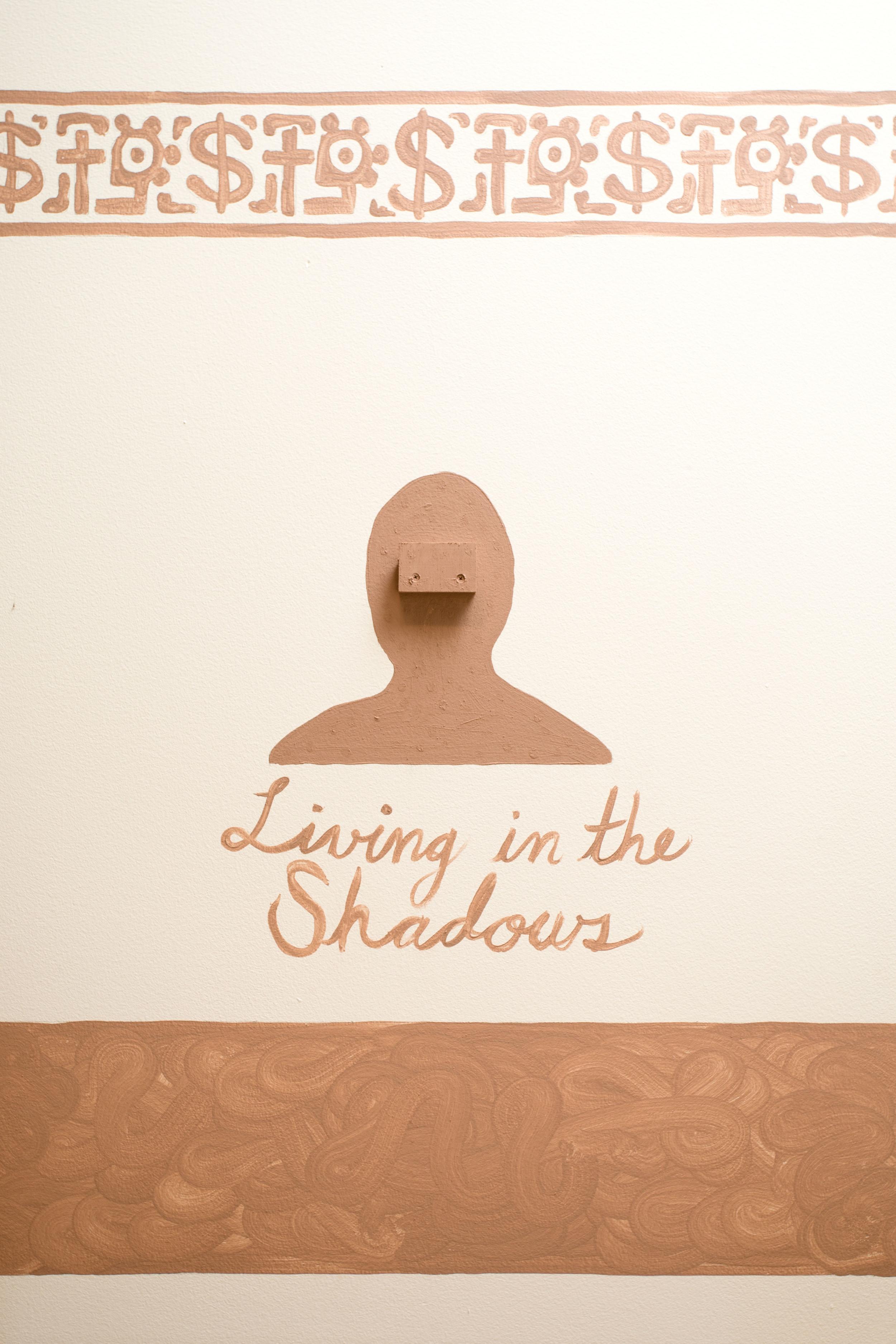 Living in the Shadows/Viviendo en las sombras
