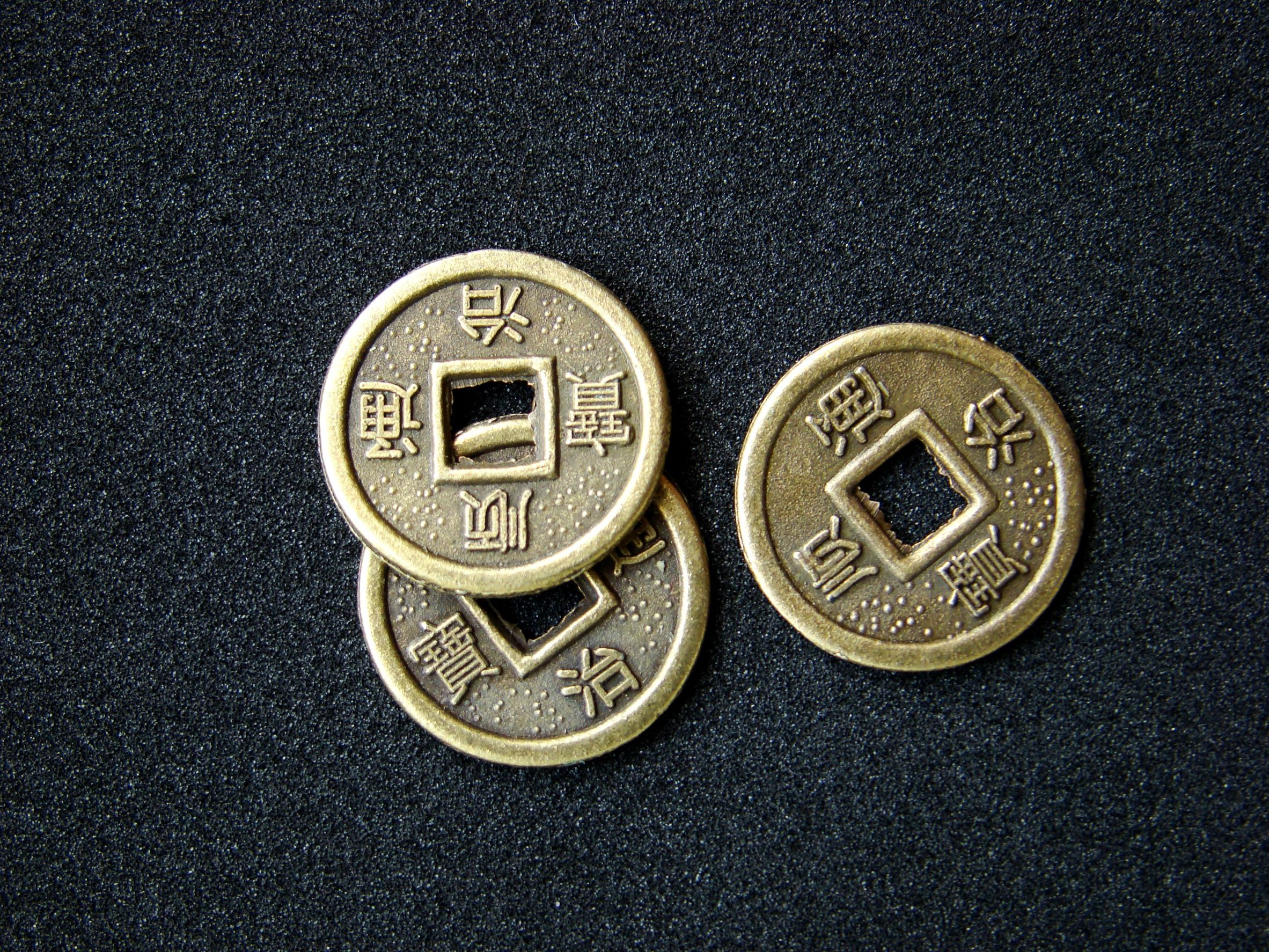 I'Ching Coins -  Photo: 123rf.com - flaps