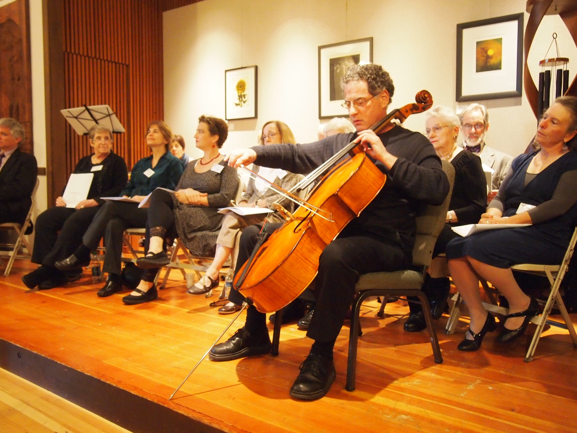 Cellist jerry bobbe plays kol nidre at yom kippur
