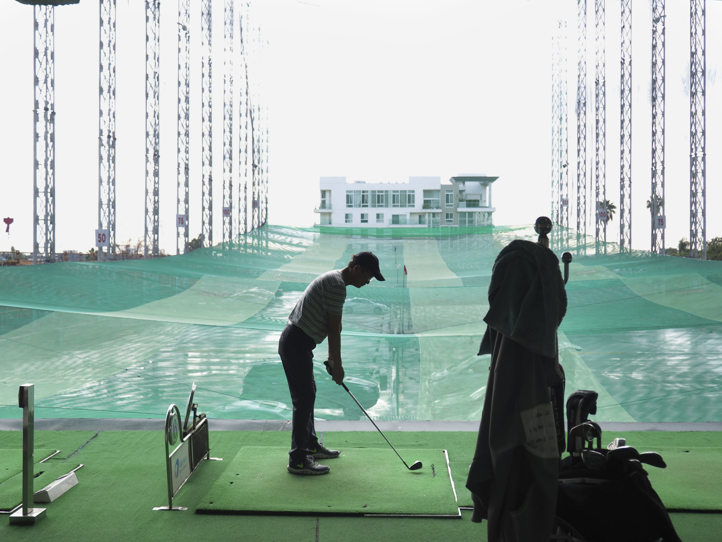 I discovered this  out of no where  golf place on the third floor of a building in Koreatown.