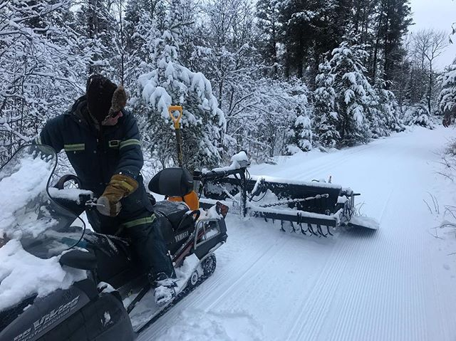 Craig was out grooming the cross-country trails all day yesterday ahead of the weekend. New conditions update on the @falcon_ridge website, link to the page in my bio. Happy skiing!  #falconridgeski #exploremb #explorethewhiteshell #explorecanada