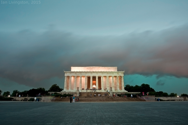 Isn't this a spectacular photograph? Storm's coming. -courtesy of capital weather gang