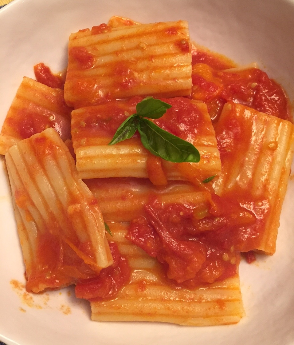 paccheriwith tomato-saffron sauce