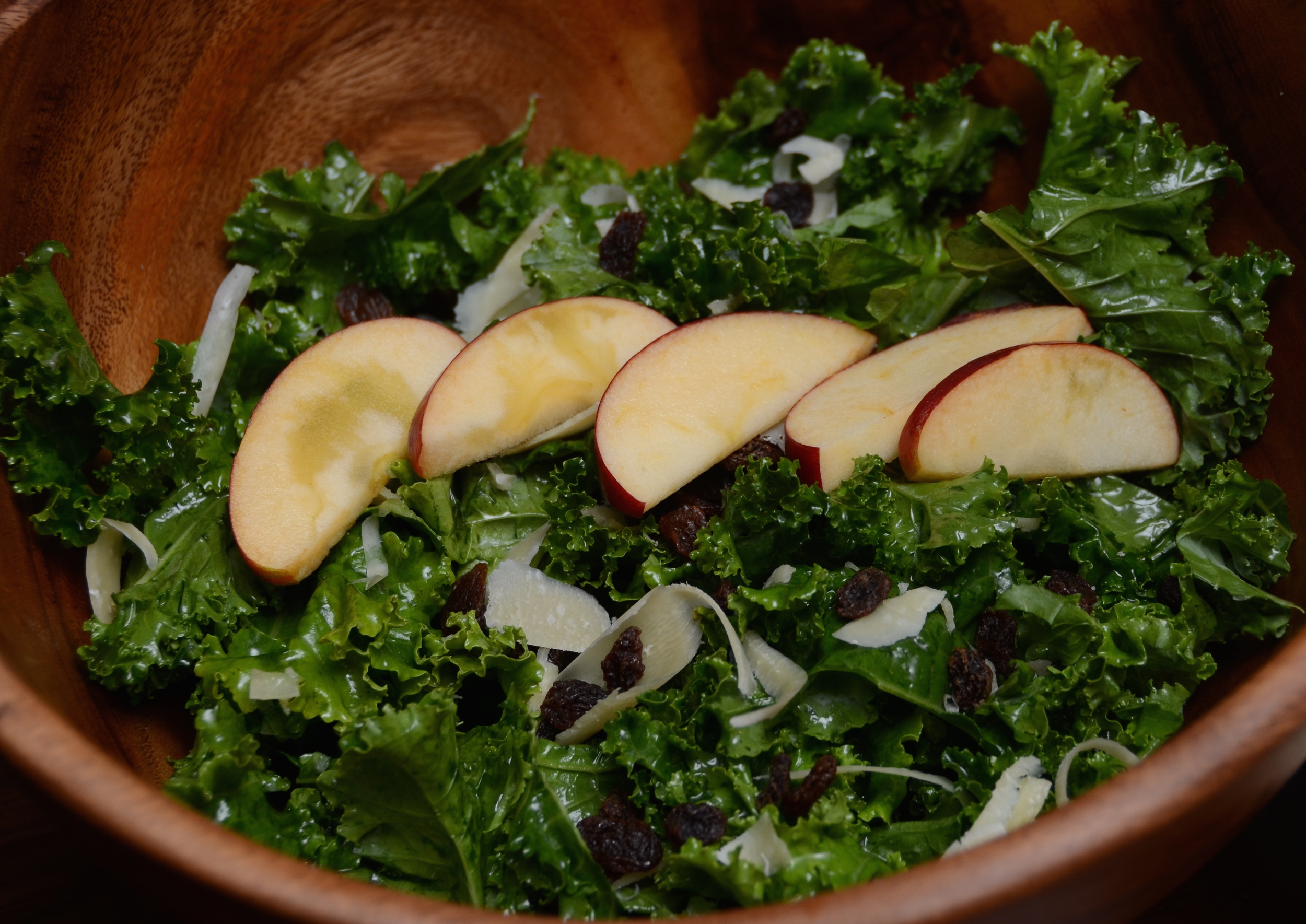 Perfect kale salad with apples