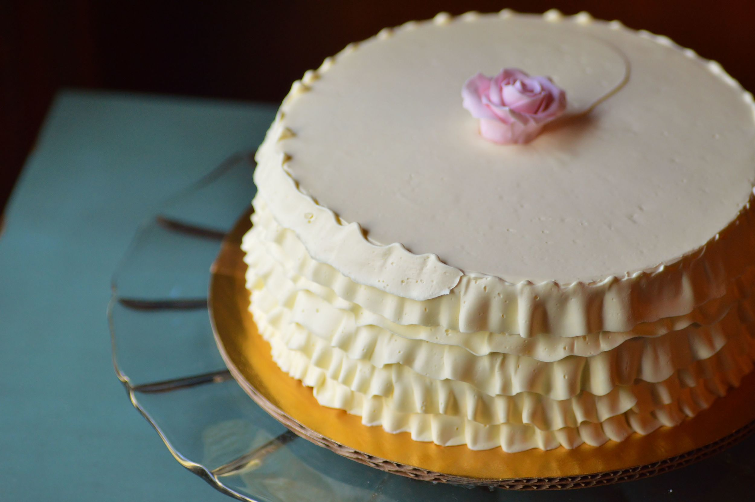 Buttercream ruffle cake with an edible rose