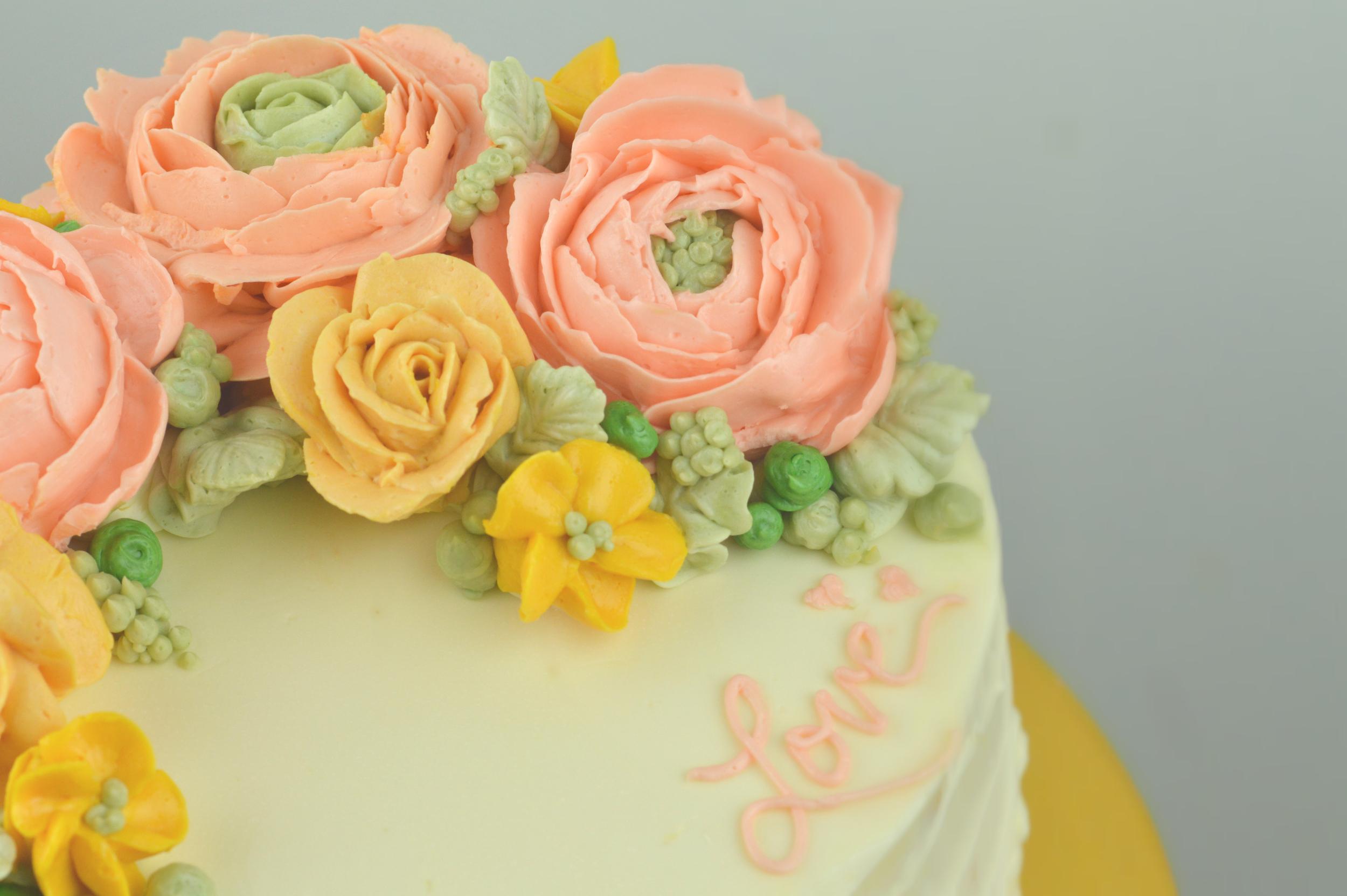Buttercream floral details