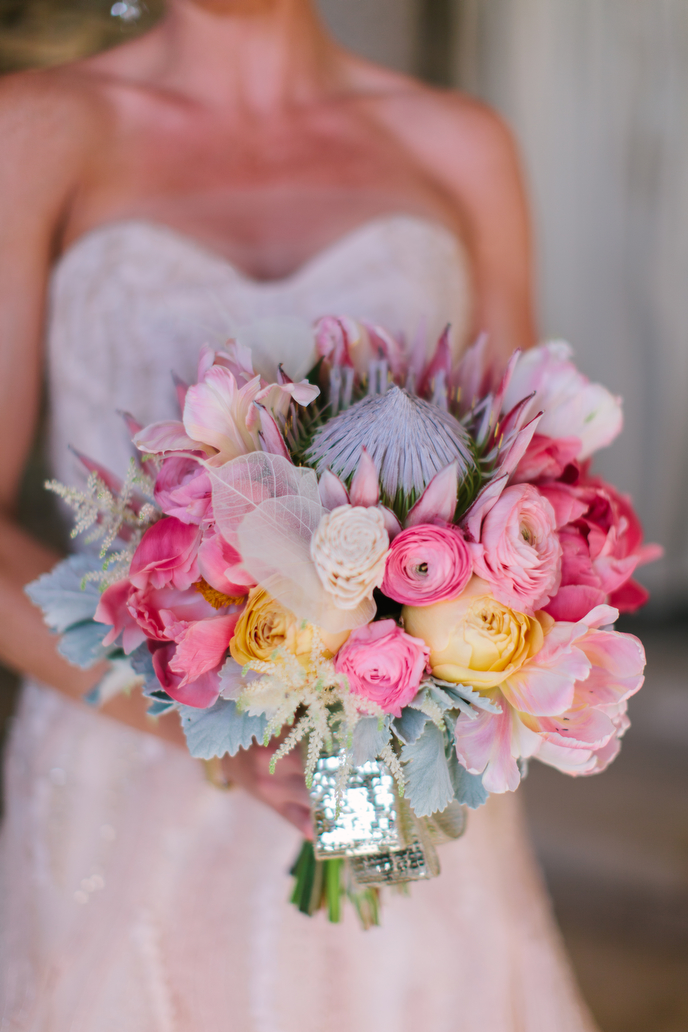 martha-stewart-wedding_gina-meola_luna-bouquet_amazing.jpg