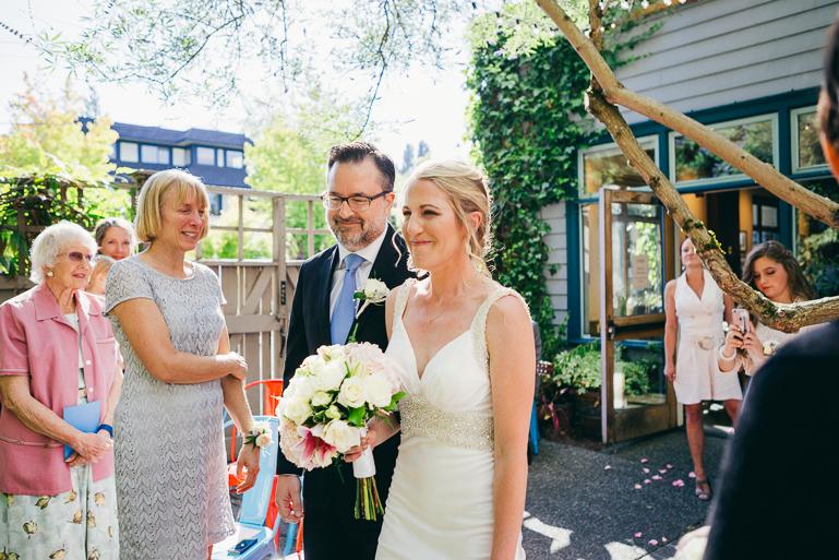 seattle-intimate-wedding-photos-cafe-flora-wedding-0059.jpg