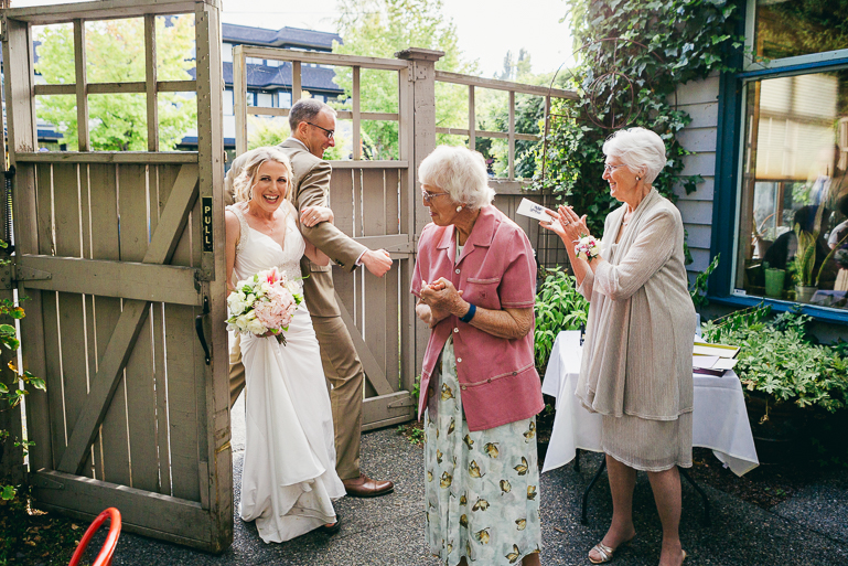 seattle-intimate-wedding-photos-cafe-flora-wedding-0098.jpg