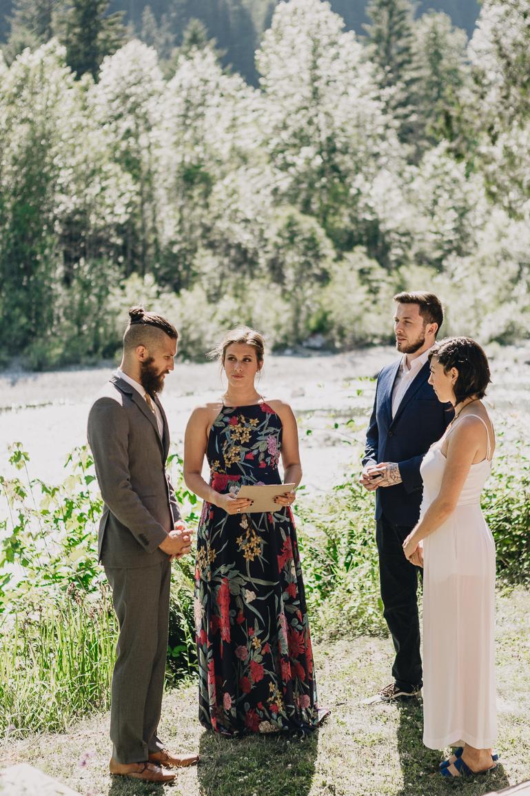 skyomish-river-elopement-photos-kristawelch-0002-1.jpg