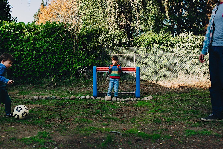 11_Photos_relaxed_Family_Fun_Photography_Seattle_Shoreline_documentary_Child.jpg