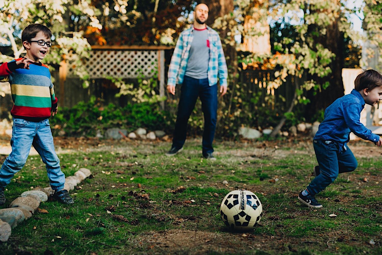 12_Photos_relaxed_Family_Fun_Photography_Seattle_Shoreline_documentary_Child.jpg