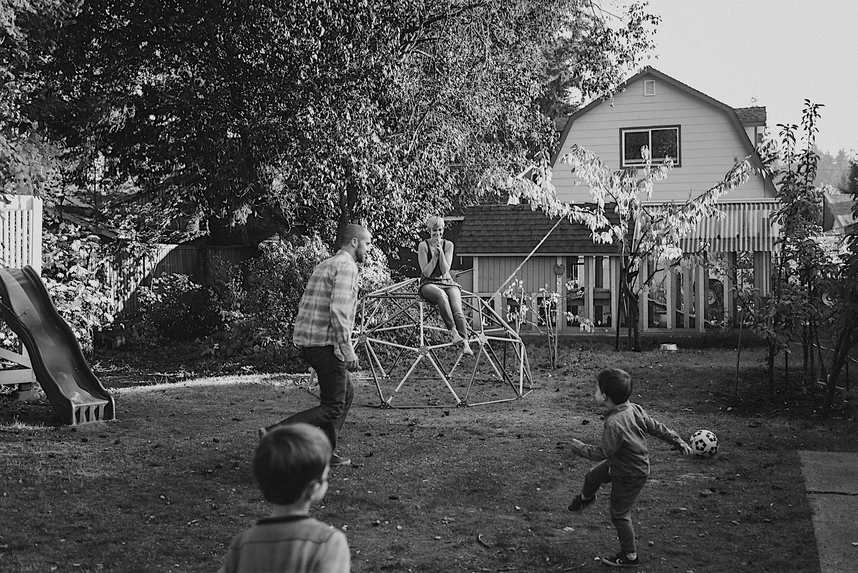 14_Photos_relaxed_Family_Fun_Photography_Seattle_Shoreline_documentary_Child.jpg