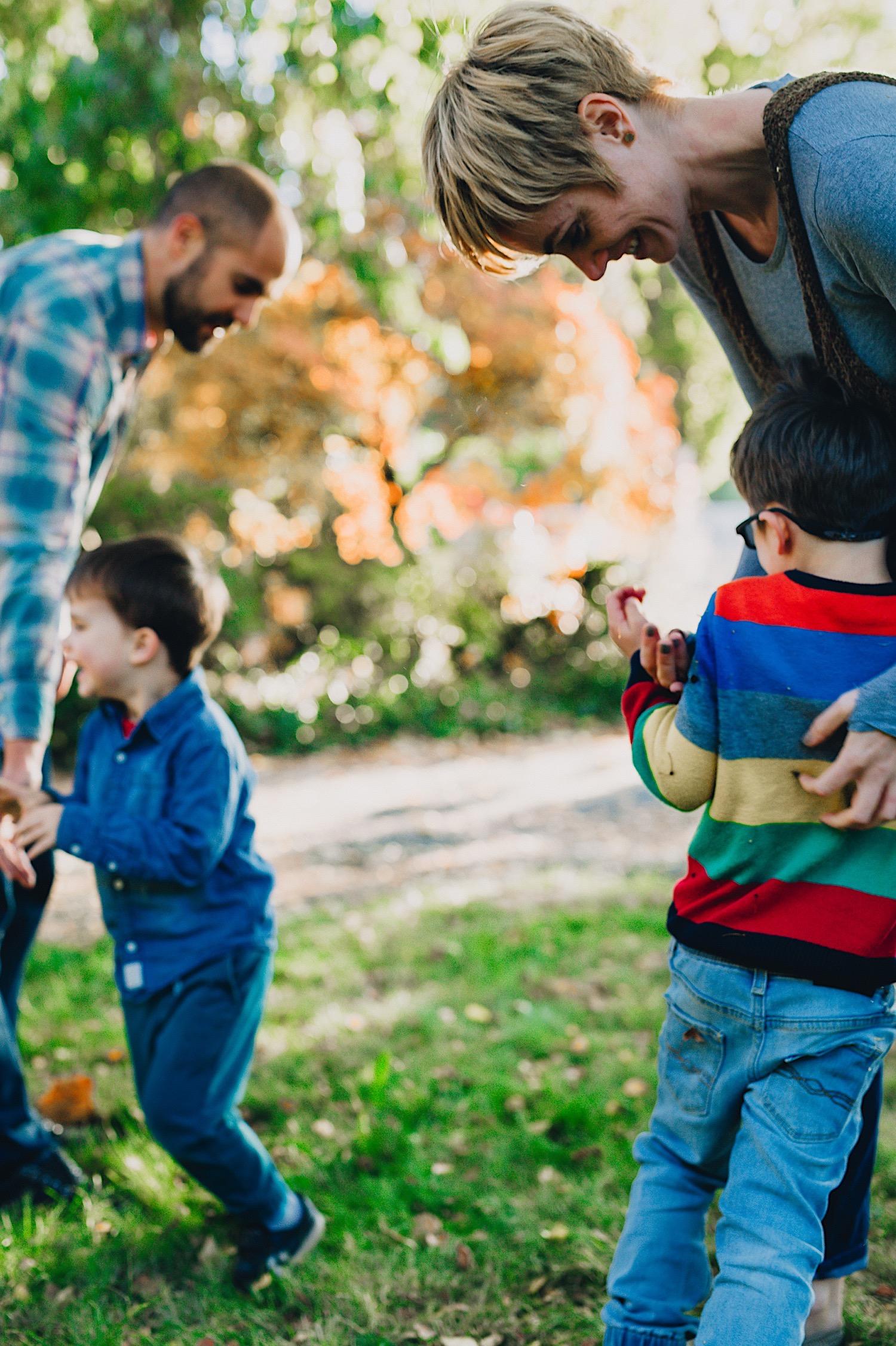 25_Photos_relaxed_Family_Fun_Photography_Seattle_Shoreline_documentary_Child.jpg