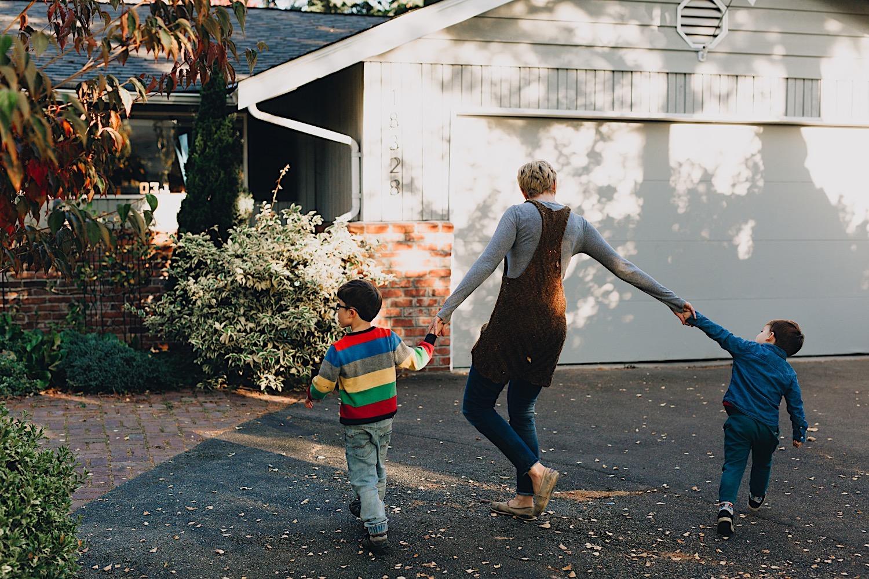 27_Photos_relaxed_Family_Fun_Photography_Seattle_Shoreline_documentary_Child.jpg
