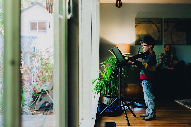 30_Photos_relaxed_Family_Fun_Photography_Seattle_Shoreline_documentary_Child.jpg