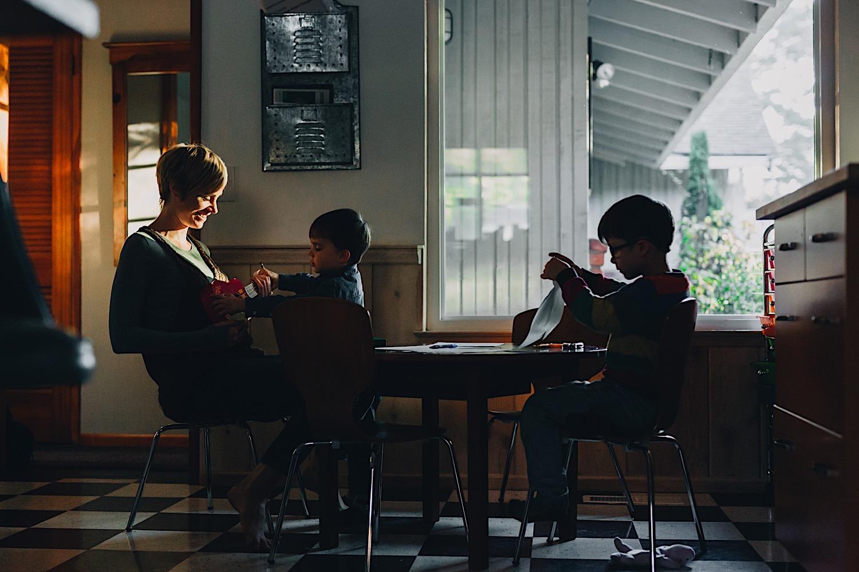 35_Photos_relaxed_Family_Fun_Photography_Seattle_Shoreline_documentary_Child.jpg