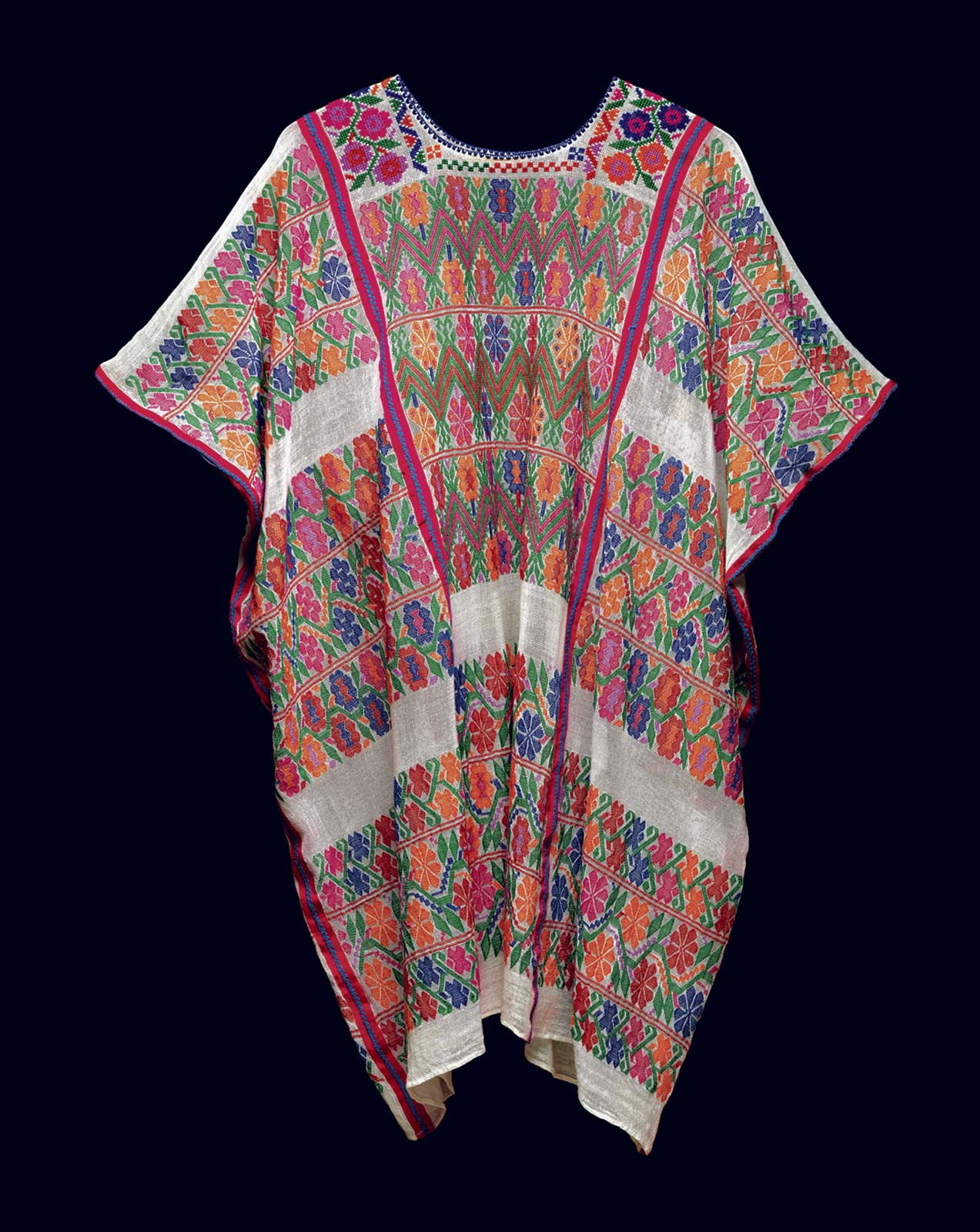 COTTON HUIPIL woven by Florentina Lopez de Jesus, Mexico. Photograph © by John Bigelow Taylor.