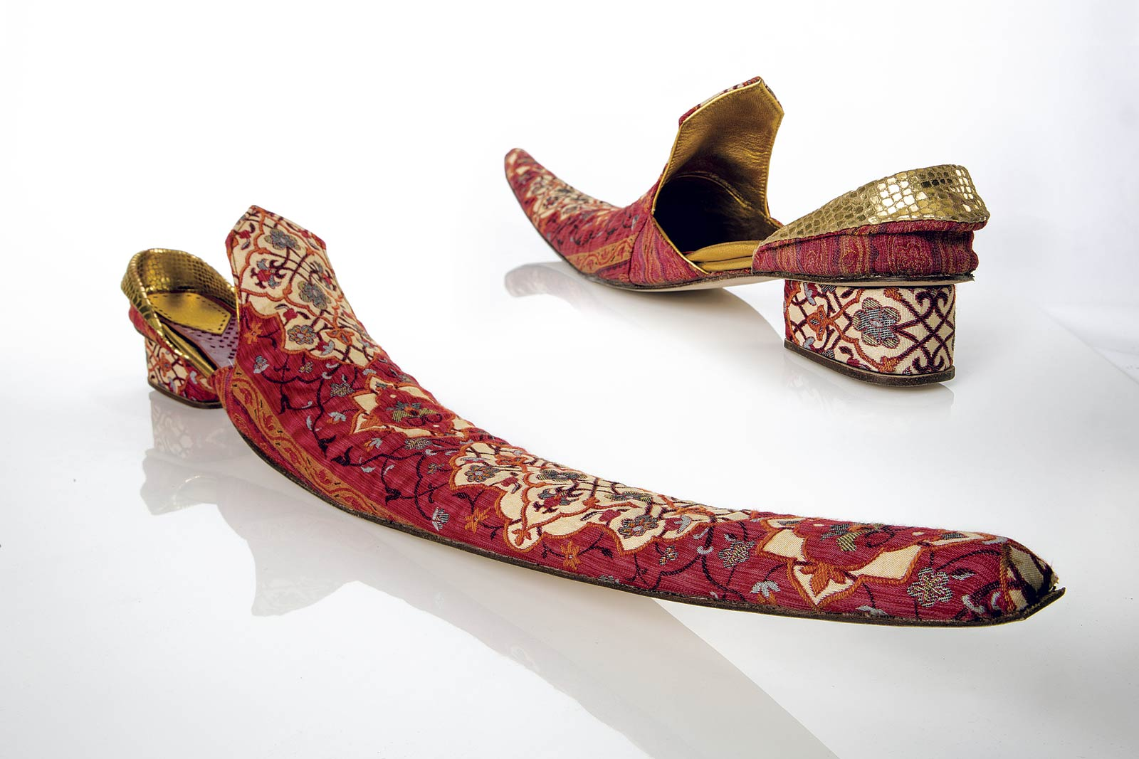 SHOE of woven textile, vegetable-tanned leather, wood, hand-brogued leather, linen, cheesecloth, leather, nails, natural glue, 2014.