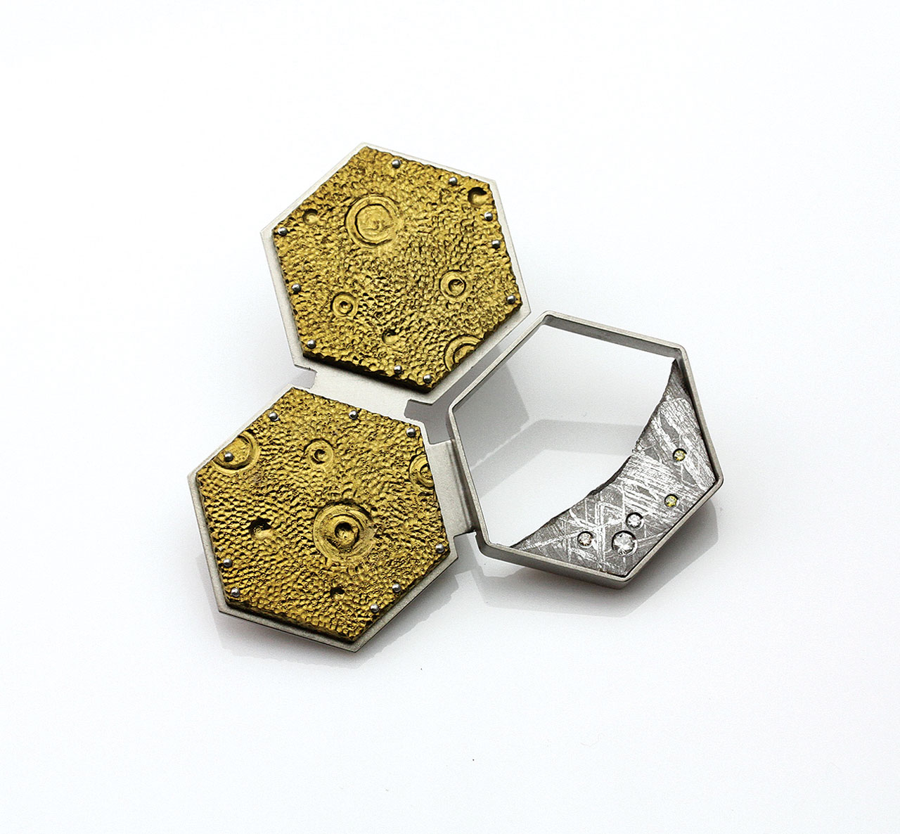SUPERNUS OBJECTUM #3 BROOCH BY KIRK LANG of titanium, meteorite and diamonds; 5.4 x 5.4 x 1.27 centimeters.