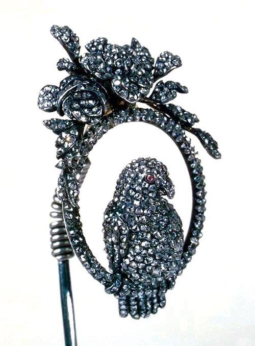 HERMITAGE AMSTERDAM:  Hair pin, 1770-1790.