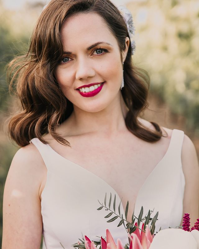 I love a bold lip colour on a bride. 💋 What a classic beauty!  #bride #classic #weddingphotography #sydneyweddingphotographer #winery wedding #ido #love