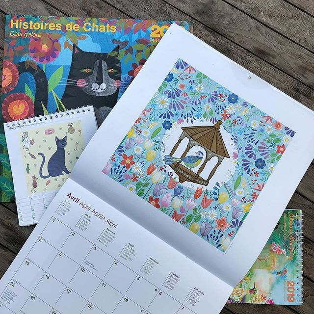 Lovely samples of two 2019 calendars featuring my work by Éditions du Désastre. Illustrated birds (April) and Cats galore (November)
