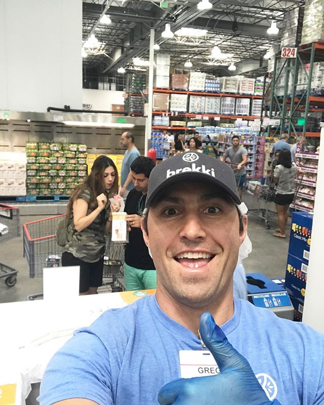Go see our founder Greg at Marina Del Rey @costco today! Try our popular Vanilla Cinnamon, buy a box (or 2) so your week's breakfast is DONE, and then go out and enjoy this gorgeous day! ☀️ #MakeItGrain • • • • #brekki #breakfast #nongmo #overnightoats #vegan #dairyfree #oats #foodofinstagram #wholefoods #oatmeal #beautifulcuisines #todayfood #foodgawker #healthy #f52grams #breakfast #buzzfeedfood #healthyfood #vegandessert #glutenfreevegan #goodmoodfood #instahealth #healthybreakfast #feedfeed#foodsforthought #huffposttaste #tastingtable #buzzfeast #makesmewhole