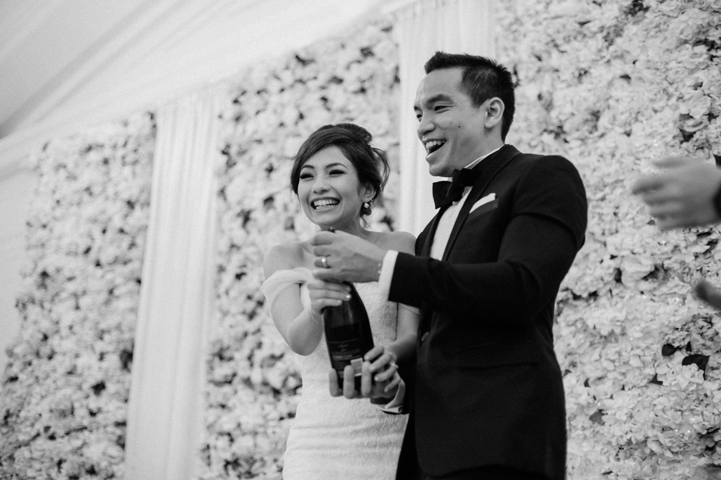 singapore-wedding-photographer-cheryl-matthew-fullerton-hotel-wedding-84.jpg