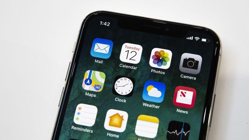 apple-091217-iphone-x-4120.jpg