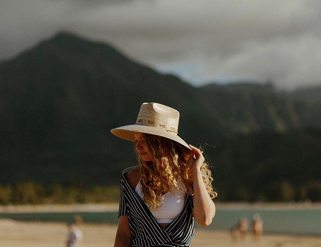 Wishing we could bring Hanalei home with us 🌴 • Shot on: Canon 5D Mark III // Canon 85mm f/1.8 • • • • • • • • • #hanalei #hawaiilife #visithawaii #nakedhawaii #hawaiitag #alohaoutdoors #passportready #passportlife #travelpassport #passportexpress #travelinspiration #travelinspo #beautiful_world #travelingtheworld #traveladdicted #instavacation #travelblog #worldnomads #weliketotravel #seetheworld #traveltogether #creativetravelcouples #lovetotravel #travelpic #worldtravelers #travellove #travelwithme #sheisnotlost #dametraveler #femmetravel