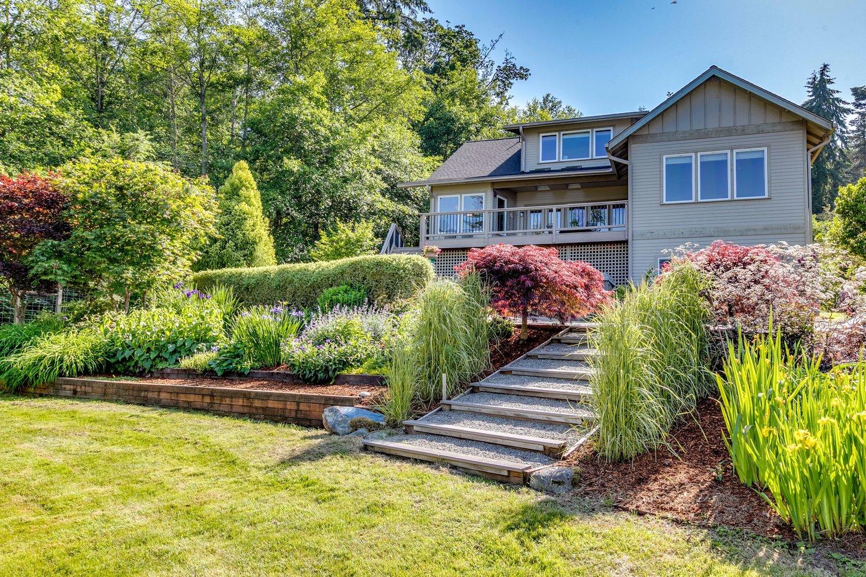 * 31580 Sunrise Beach Dr NE, Kingston | Sold for $815,000