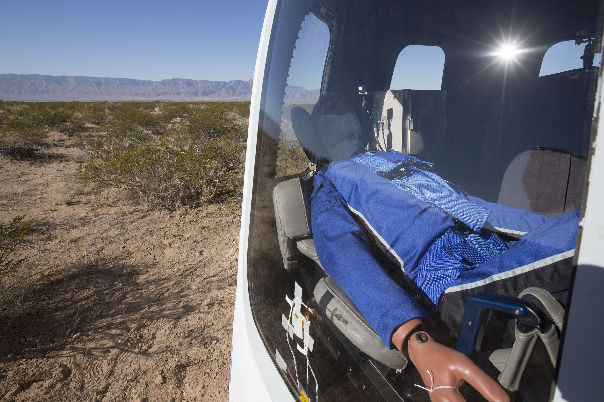 Blue-Origin-New-Shepard-Mission-7-Crew-Capsule-2.0-Landing-2.jpg