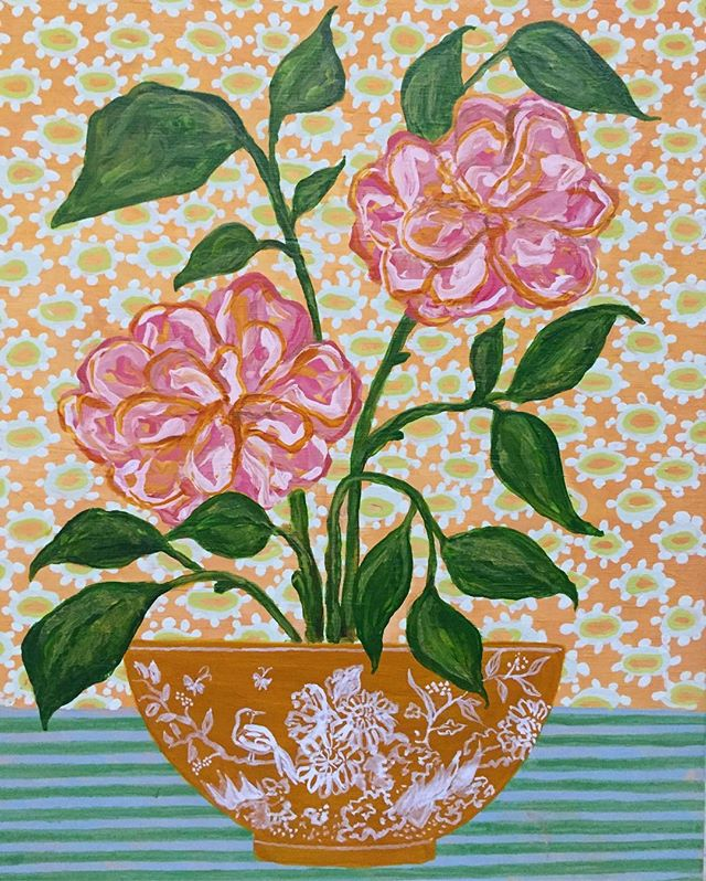 Another little painting, floral, maybe #confederaterose & made up #chinoiserie scene on an orange bowl 🌸🌸🌸 #Chinese #porcelain #floral #composition #stripes #daisies #happy #friday