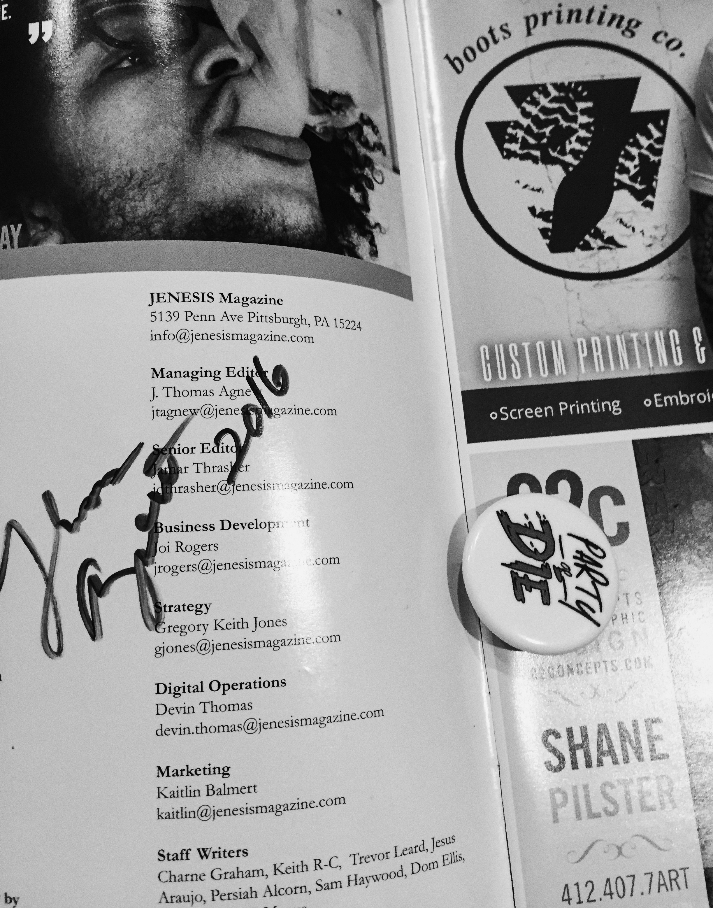 Thomas Agnew signed copy of Issue 56 with Smoke DZA & vibe pin