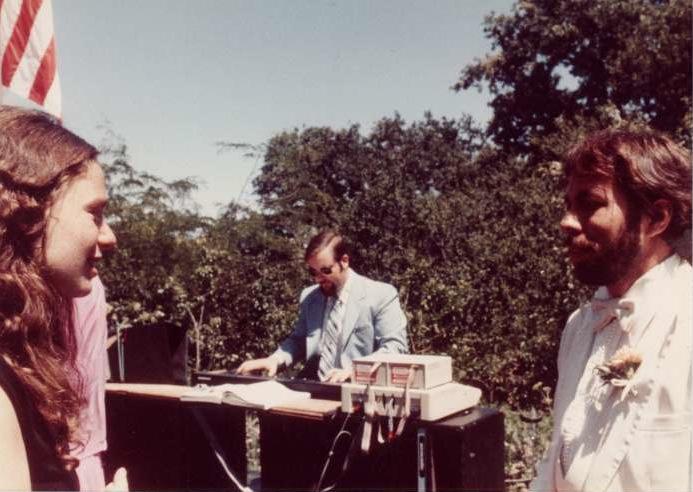 Charlie Kellner playing the alphaSyntauri at Steve Wozniak's wedding