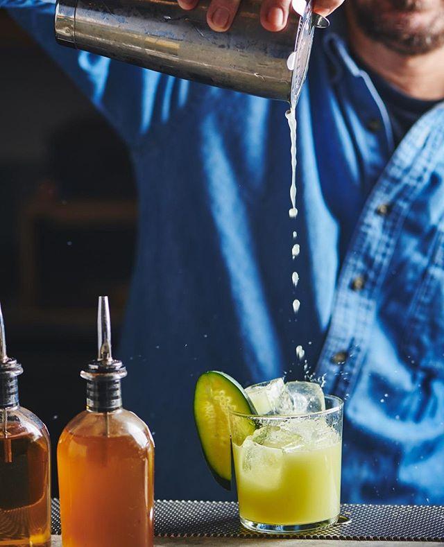 Magic of the pour 🥃 . . . . . #cocktail #cocktails #craftcocktails #cocktailbar #sessioncocktails #cocktailporn #craftcocktail #cocktailhour #cocktailsforyou #cocktailrecipe #happyhour #alcohol #drinkstagram #bartenderlife #imbibegram #drinkcraft #cheerstotheweekend #liqpic #beautifulbooze #artofdrinks #drinkpunch #nycbar #mixology #cocktailsofinstagram #cocktailculture #cocktailphotography #cocktailmenu #foodphotography #foodstyling #drinkstyling 